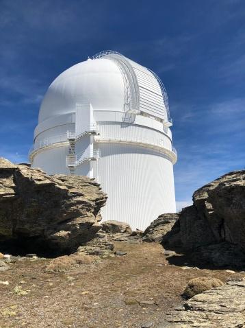 Cúpulas que albergan los telescopios.