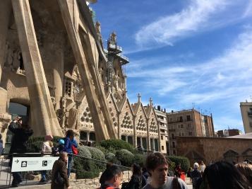 Exterior de la Fachada de la Pasión y las Escuelas de la Sagrada Familia