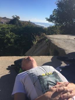 El padrino echando la siesta