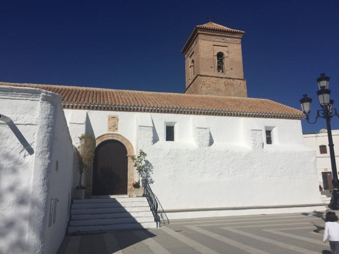 Iglesia presidiendo la plaza
