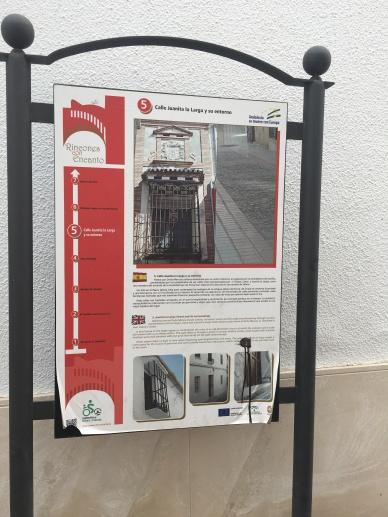 Carteles indicativos en Doña Mencía