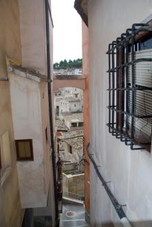 Típico callejón estrecho en Moratalla