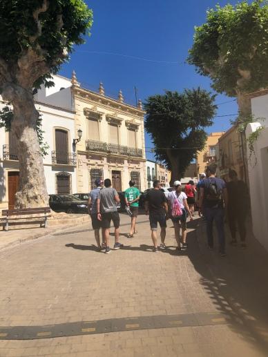 Camiando por el pueblo