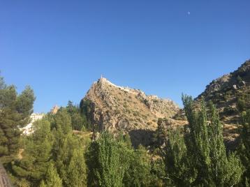 Castillo de Castril sobre el Monumento Natural Peña de Castril